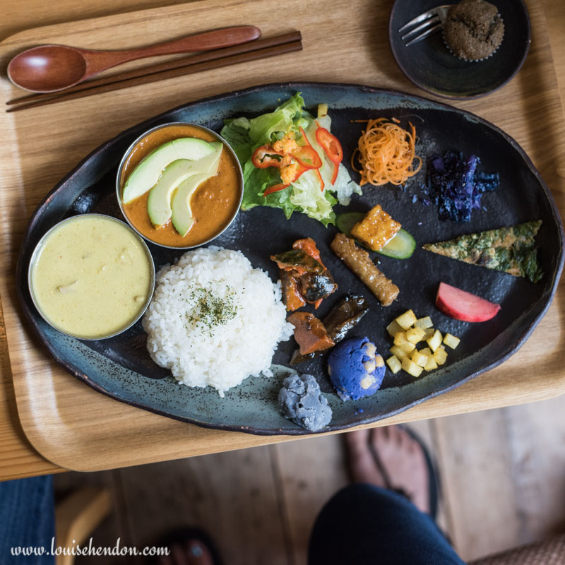 Review of Dechibica (Japanese Curry) Restaurant in Okinawa, Japan