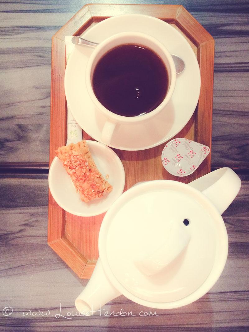 hand drip coffee at lotty cafe taipei